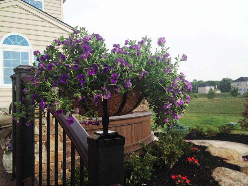 deck-and-fence-planter-basket-on-trex-railing-post-1-2